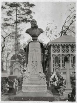 Памятник на могиле Г.И. Бутакова. Сентябрь 1917 г.