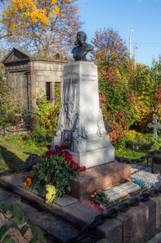 Приведённый в порядок памятник на могиле Г.И. Бутакова.