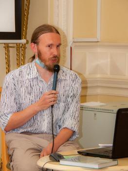 В.П.Ципленкин знакомит гостей с публикацией дневника И.Ф.Лихачева